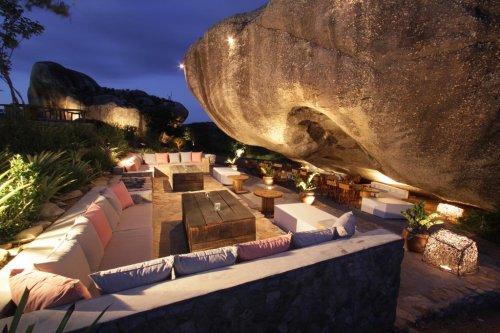 Pousada construída sobre rochas atrai turistas no Rio Grande do Norte