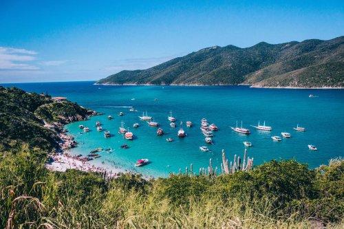 Conheça a Praia do Pontal do Atalaia, em Arraial do Cabo