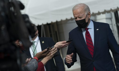 Biden gives tentative support to Amazon workers in union push
