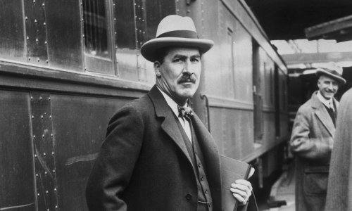 Howard Carter gives a talk about his discovery of Tutankhamun's tomb – archive, 22 Sept 1923