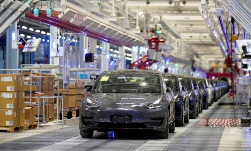 Tesla investor defends electric carmaker's soaring share price