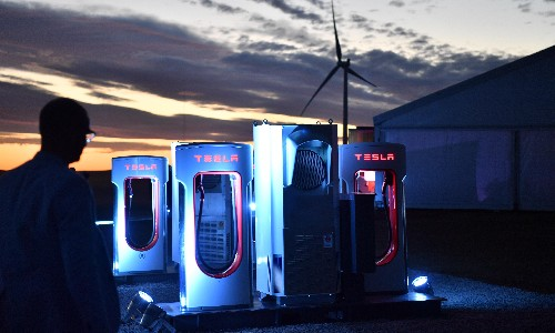 Elon Musk says cheaper, more powerful electric vehicle batteries are 3 years off