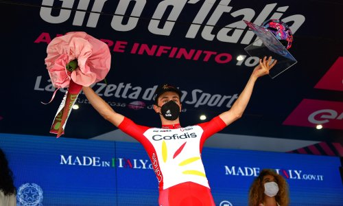 Giro d'Italia: Victor Lafay wins stage eight while Caleb Ewan quits with injury