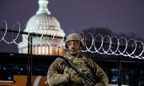 Washington: man arrested with fake inaugural ID and loaded gun