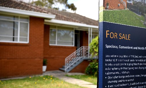 RBA reluctant to raise interest rates to ease soaring house prices because it could cost jobs