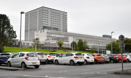 DVLA staff to get payments worth £735 as government seeks to avoid strikes