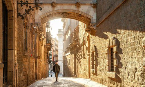 Barcelona Dreaming by Rupert Thomson review – a magical homage to Catalonia