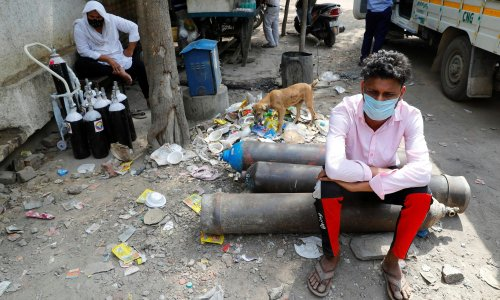 While India is desperate for oxygen, its politicians deny there's even a problem