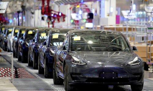 Hertz orders 100,000 Teslas in largest-ever order for the electric car manufacturer