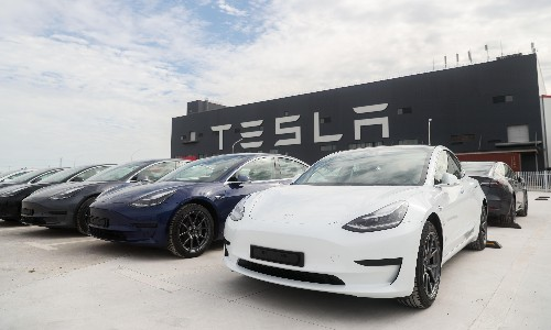 Tesla to raise another $5bn by selling shares