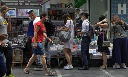 Hongkongers queue to buy Apple Daily copies after editor-in-chief arrested