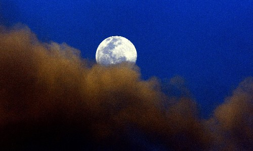 Lunar cycle has major effect on sleep, study suggests