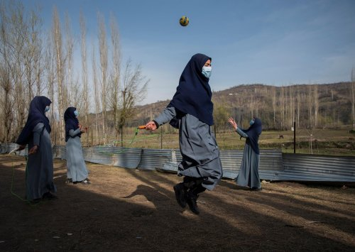 Hope and disappointment under lockdown in Kashmir – photo essay