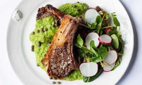 Nigel Slater's grilled lamb cutlets, peas and rocket recipe
