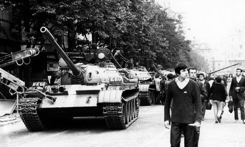 Soviet tanks move to Poland's southern border – archive, 31 July 1968