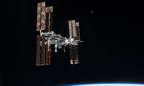 ISS forced to move to avoid space debris