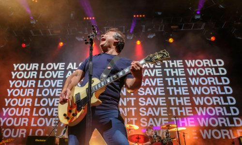 Manic Street Preachers review – engaged veterans still energised by the present