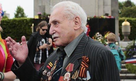 'Hero of Auschwitz' David Dushman, last surviving liberator of death camp, dies aged 98
