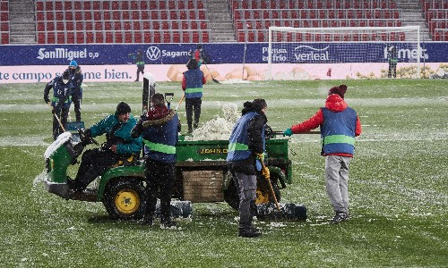 Real Madrid freeze at Osasuna as snow brings much of Spain to a halt