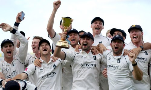 Warwickshire clinch title after Chris Woakes leads charge to sink Somerset