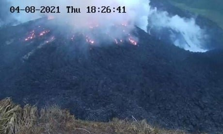 Saint Vincent volcano shows signs of eruption being imminent – video