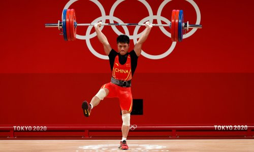 Don't try this at home: China's Li Fabin wins weightlifting gold with one-legged lift