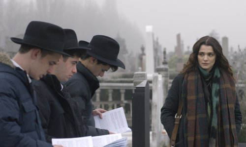 Disobedience: Rachels Weisz and McAdams bring a forbidden love back to life