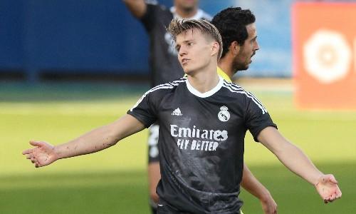 Arsenal win race to sign Real Madrid midfielder Martin Ødegaard on loan
