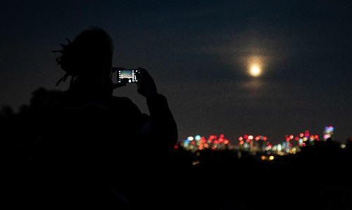 Starwatch: full moon joins Jupiter and Saturn in southern sky