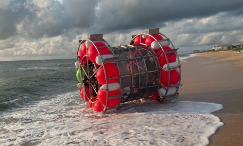 Florida man washes ashore after trying to 'walk' to New York in bubble device