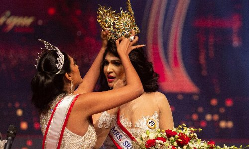 'Mrs World' arrested for grabbing crown from head of 'Mrs Sri Lanka'