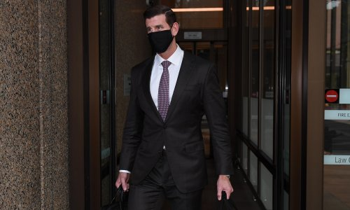 Ben Roberts-Smith wrote threatening letters to SAS soldier and set fire to his own laptop, court told