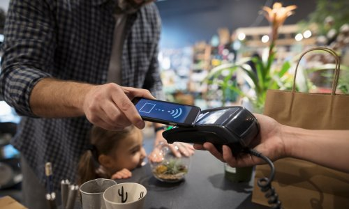 Just 7% of UK shop payments predicted to be in cash by 2024 – report