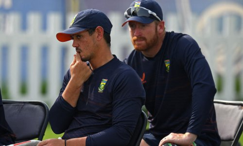 South Africa hold crisis talks over Quinton de Kock's refusal to take a knee