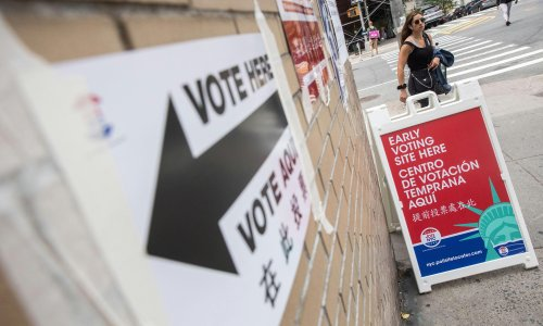 New York City's tumultuous mayor's race closes as voters struggle to choose