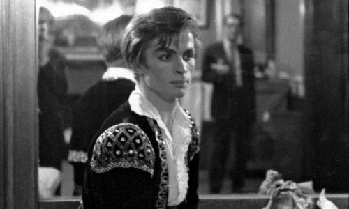 Russian ballet star Rudolf Nureyev asks for asylum – archive 1961