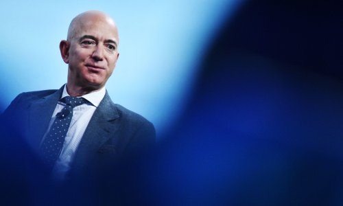 Jeff Bezos offers Nasa $2bn in exchange for moon mission contract