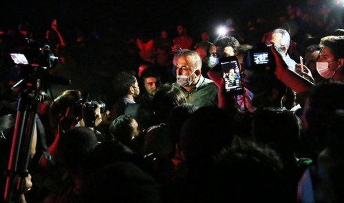 Bakan Çavuşoğlu, Manavgat'ta yurttaşlarla bir ara geldi: Kalabalık zor sakinleşti