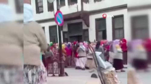 Ramazan yardımı dağıtımında izdiham: Salgın unutuldu