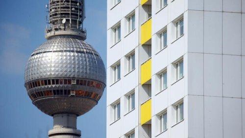 Wohnungspolitik: Nach Mietendeckel-Urteil: Berliner Senat hilft Mietern