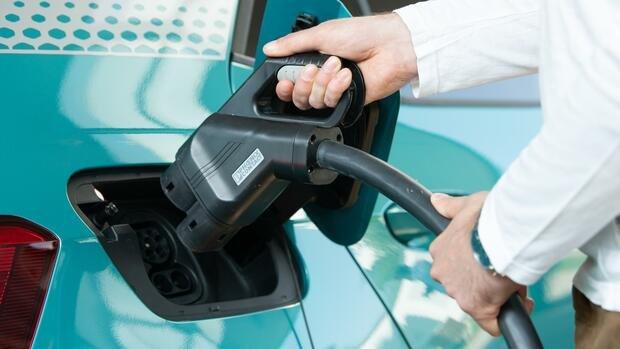 Umfrage: Für ein Viertel kommt Anschaffung von E-Auto in Betracht