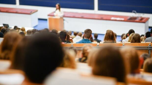 Studienkredite im Corona-Boom: Kredite für Studierende im Test