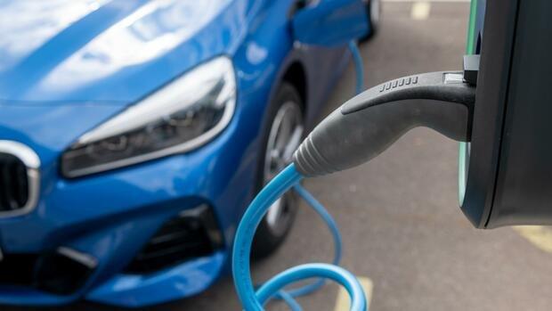 Doppelter Elektroauto-Zuschuss kostet Bund knapp zwei Milliarden