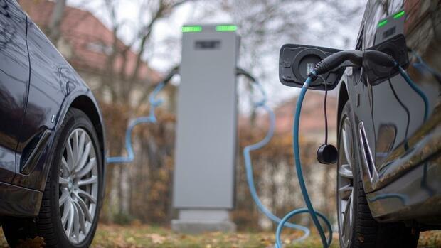 E-Autos: Autosektor fordert verbindliche Vorgaben für Ladesäulen