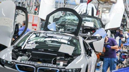Autoindustrie: BMW setzt auf Feststoff-Batterien – und will so Tesla einholen