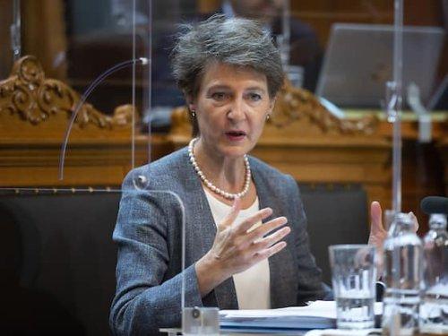 Sommaruga: Schweiz hat zu wenig erneuerbare Energie zugebaut | HZ
