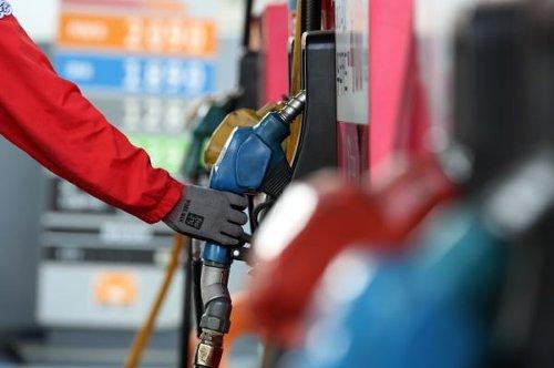 전국 주유소 휘발유 가격 상승세 21주 만에 멈췄다