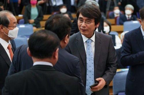 """유시민, 정계 복귀설에 """"'뇌피셜'…남의 인생 장난감 취급"""""""