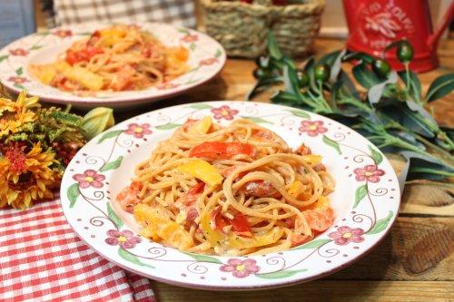 Gebackene Feta-Paprika-Tomaten-Linsenspaghetti