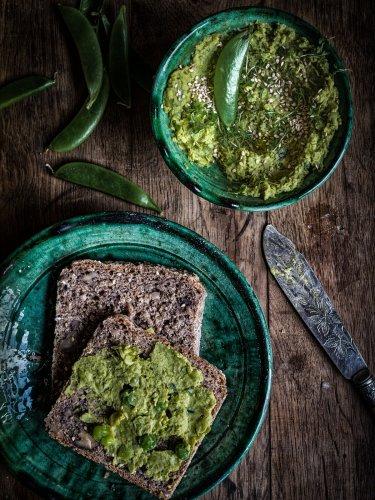 Erbsen Hummus mit Asafoetida, Ingwer & Koriander